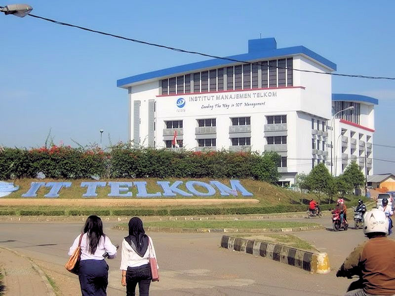 Bundaran IT Telkom ketika Gedung IM Telkom sudah Selesai Dibangun