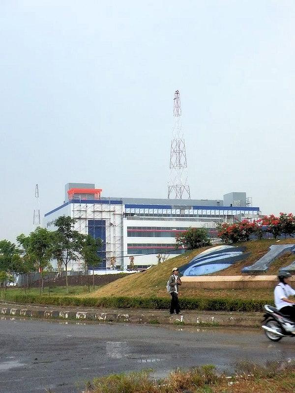 Gedung Politeknik Telkom dari Bundaran IT Telkom