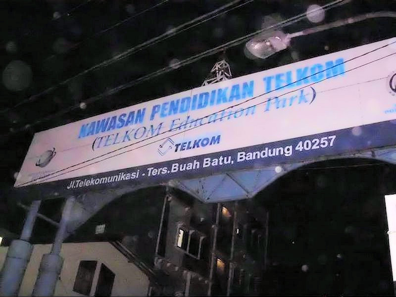 Gerbang Masuk Kawasan Pendidikan Telkom
