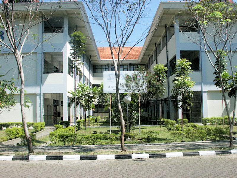 STT Telkom - Gerbang diantara Gedung A dan B